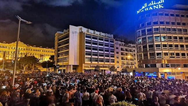 """""""الواتساب"""" يشعل أكبر ثورة شعبية في وجه الحكومة يشهدها لبنان"""