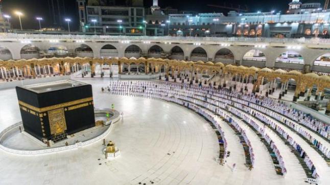 السعودية تسمح بالصلاة في المسجد الحرام بعد 7 أشهر من الإغلاق