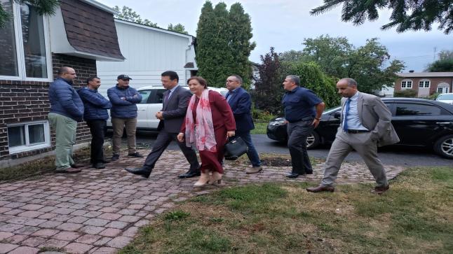الدبلوماسية المغربية بكندا تحل بمنزل عائلة الربانة هند بارش لتقديم واجب العزاء (صور)