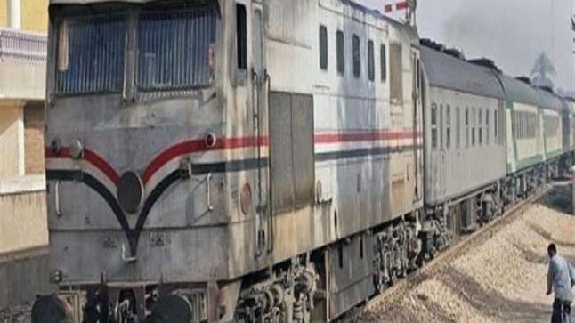بالفيديو: نهاية مأساوية لشابين أجبرهما مراقب تذاكر على القفز من القطار وهو يسير