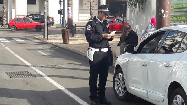بسبب الشَّاشَة و الكْلاّكْسُون والسْوّيكْلاَّسْ.. الحكومة تفرض عقوبات جديدة على السائقين