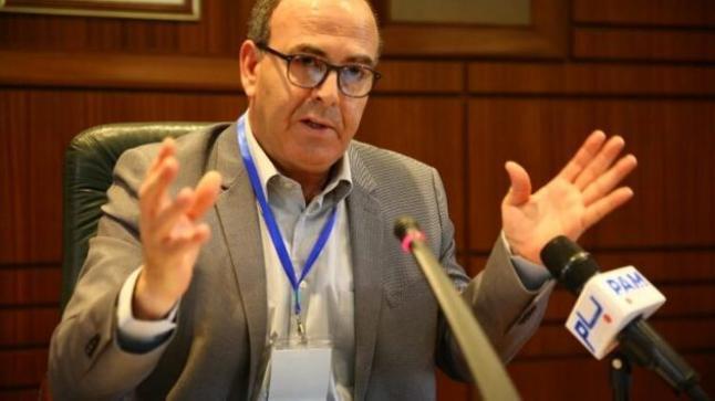 """بنشماش يُعلن حرباً بلا هوادة على معارضيه ويطرد المستشار الإعلامي لـ""""البام"""""""