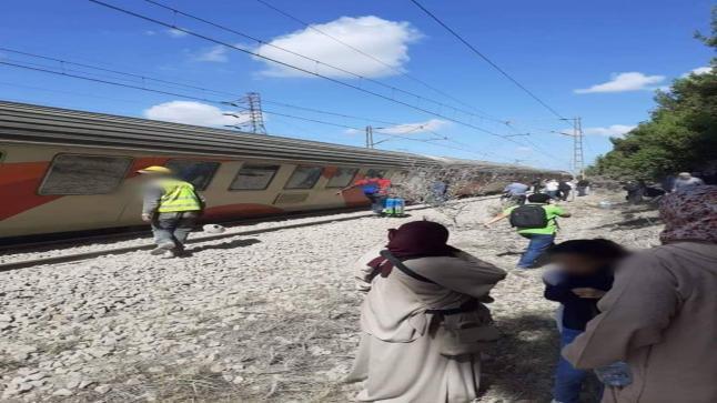 بالصور: الألطاف الإلاهية تنقذ مسافرين من كارثة كبرى جراء خروج قطار عن سكته قرب بوسكورة