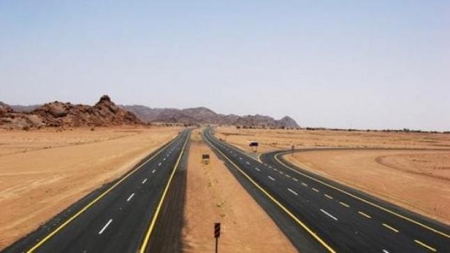 في قلب الصحراء.. المغرب البلد غير الطاقي يشيد طريقاً سريعاً بأزيد من 1000 كيلومتر