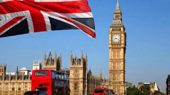 بريطانيا تناشد الأطباء والممرضين المتقاعدين العودة للعمل