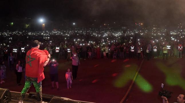 الدوزي يحيي حفلا فنيا بمدينة خنيفرة
