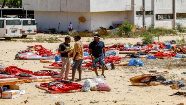 7 وفيات مغاربة حصيلة الغارة على مركز إيواء المهاجرين بتاجوراء