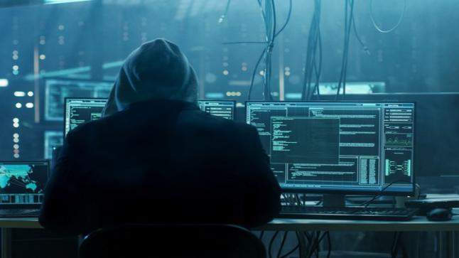 مجرد قاصر والقضاء يكشف عصابته.. تفاصيل مثيرة حول العقل المدبر لعملية اختراق حسابات كبار الشخصيات في تويتر
