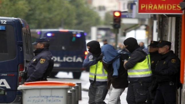 """""""خياط داعش"""".. إسبانيا تعتقل مغربيا ألبس لسنوات مقاتلي التنظيم الإرهابي"""