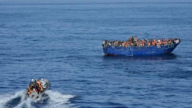 """توقيف مغربيتين برفقة 90 """"حراڭا"""" يستعدون للهجرة نحو أوروبا"""