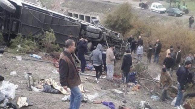 ارتفاع عدد ضحايا حادث انقلاب حافلة لنقل الركاب بتازة إلى 17 قتيلا